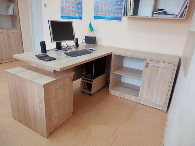 Угловой офисный стол в Одессе