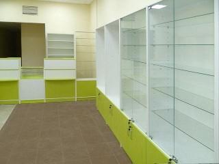 Стеклянные витрины для аптеки на заказ