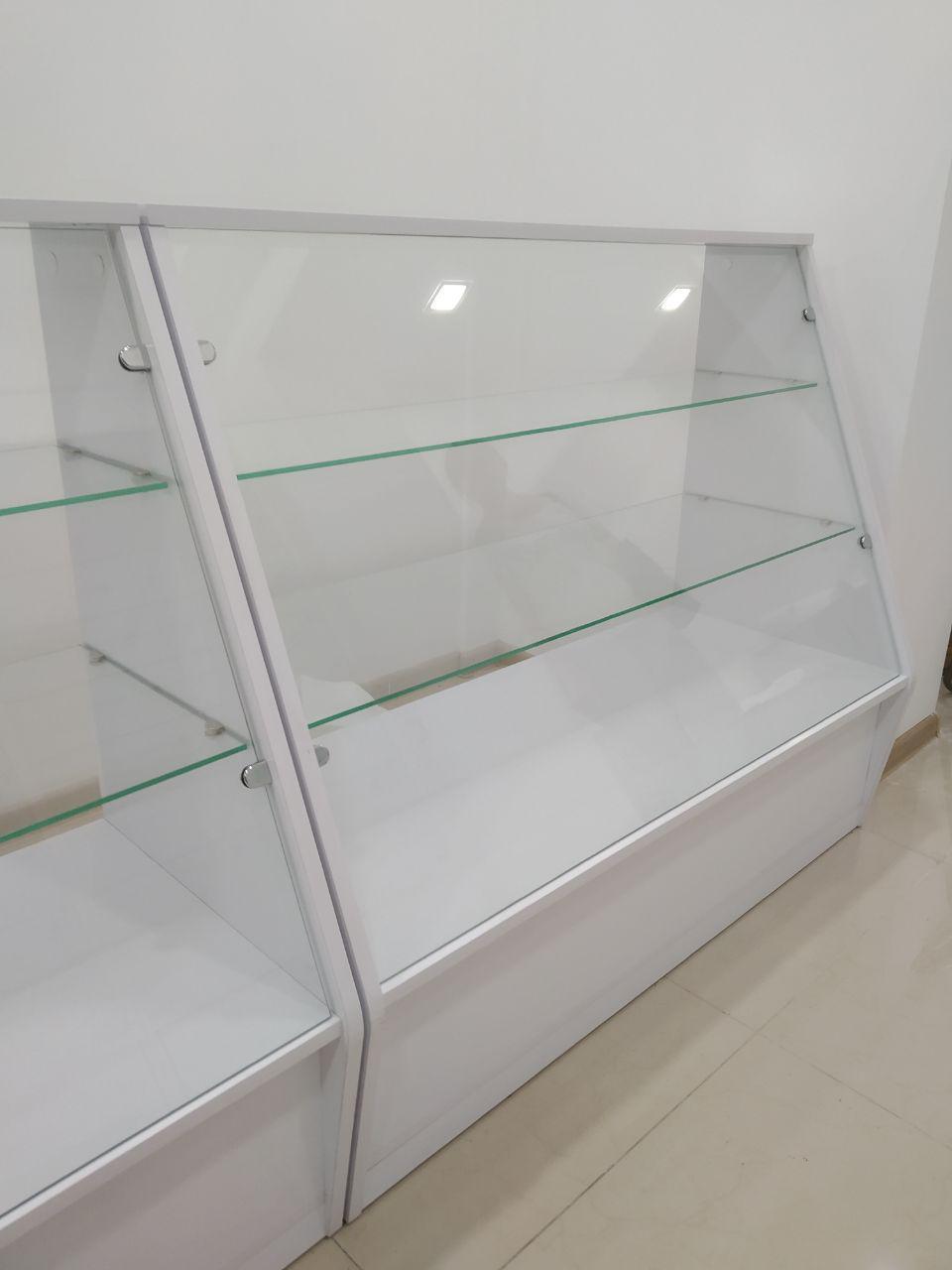 Прилавки для магазина со стеклом